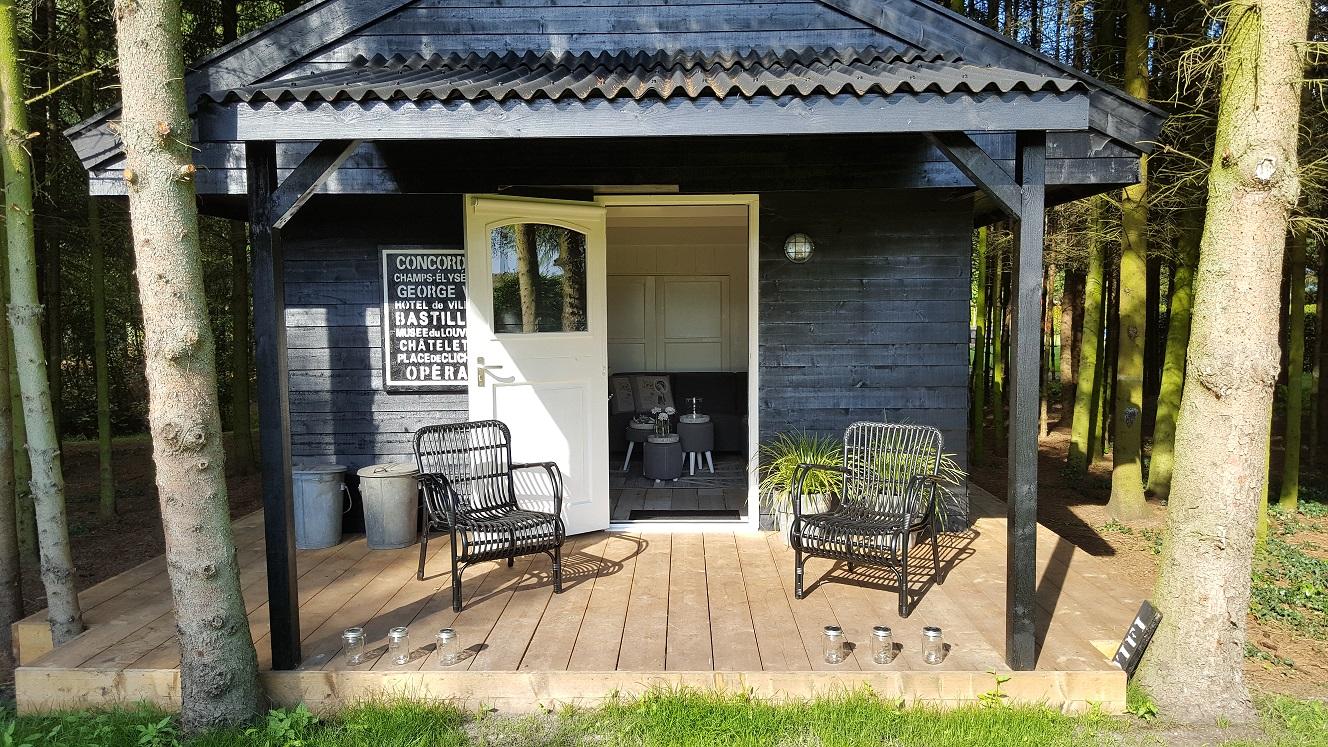 Tiny house luxe huisjes huren for Weekendje weg huisje open haard
